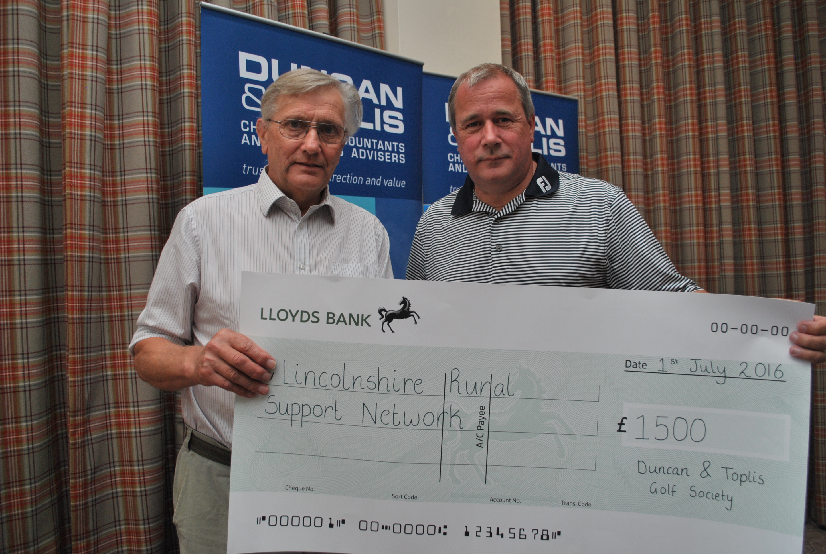 Rev David Creasey (LRSN) receiving the cheque for the sum of £1500 from Adrian Reynolds of Duncan Toplis